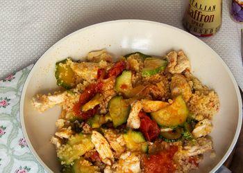 Cous cous allo zafferano con pollo e verdure
